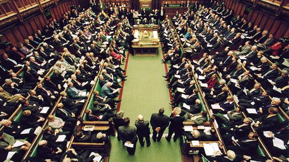 """""""Austeritatea british"""". In plina criza, parlamentarii fac deplasari exotice"""