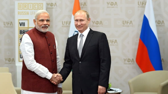 """Mos"" Putin si ""Mos"" Modi. Cine isi umple sacul mai mult din relatia Rusia-India?"