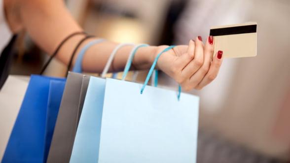 """""""Night Shopping"""" in Spania: Hainele vor fi oferite gratuit cumparatorilor"""