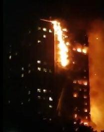 (Video) Incendiu urias intr-un turn de 27 de etaje din Londra: Numerosi oameni au fost raniti. Blocul e in pericol sa se prabuseasca