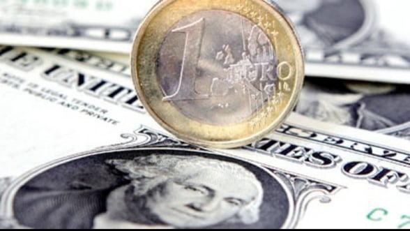 Curs valutar: Leul se depreciaza usor in fata euro