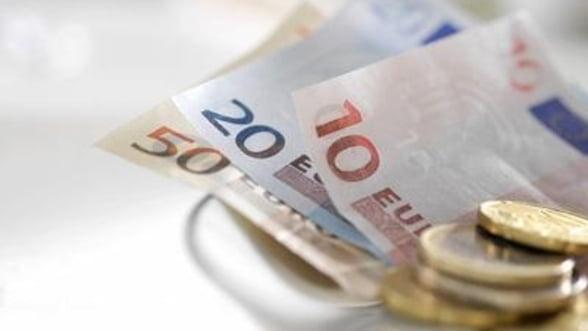 Curs valutar 25 aprilie Cele mai avantajoase cotatii la euro si dolar