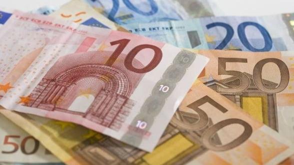 Curs valutar 9 octombrie. Volksbank vinde cel mai scump euro si dolarul