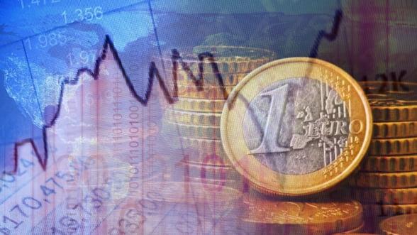 Curs valutar. Euro coboara sub pragul de 4,43 lei