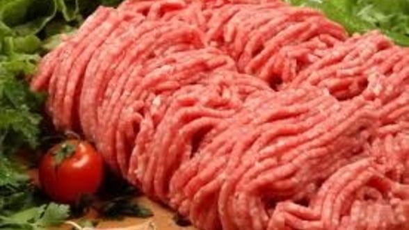 EXCLUSIV Producator roman de mezeluri, pacalit cu carne de cal congelata