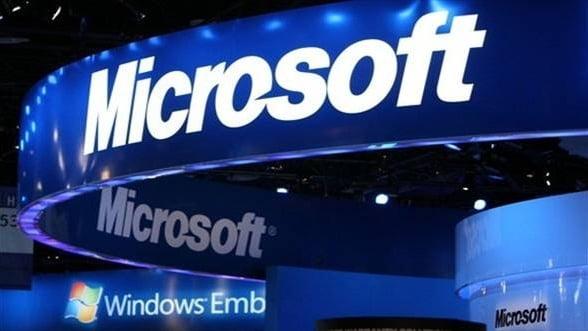 """FOTO """"Timeline"""" Microsoft: Patruzeci de ani, trei directori executivi"""