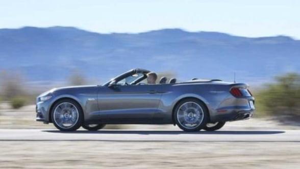 VIDEO Ford a prezentat versiunea decapotabila a modelului Mustang 2015