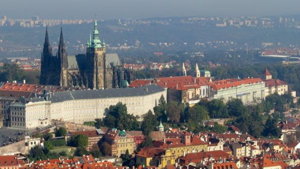 """Vacanta pe cont propriu. Viziteaza Praga, un oras """"de aur"""", care te va surprinde cu preturi mici"""