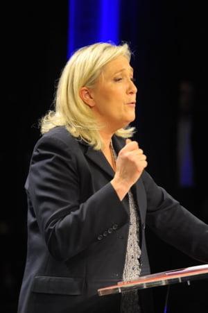 Atentate teroriste la Paris: Socul, inlocuit de furie - Se cer demisiile lui Hollande si Valls