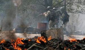 Criza din Ucraina: Lupte sangeroase in Slaviansk - trei elicoptere doborate, jurnalisti rapiti, trenuri blocate LIVE