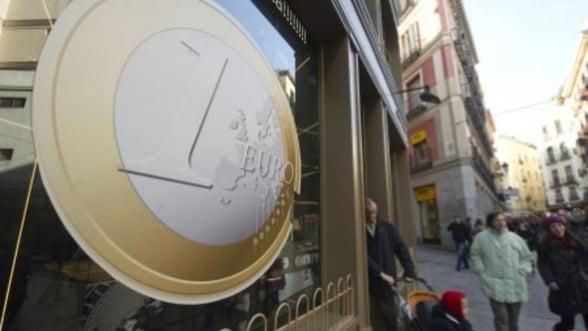 Curs valutar . Euro coboara sub pragul de 4,45 lei