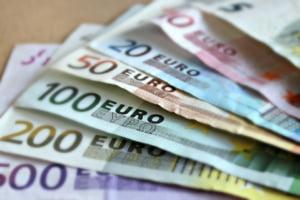 Curs valutar: Euro continua sa creasca spre 4,67 lei