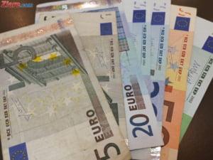 Curs valutar: Euro creste iar si trece de 4,55 lei