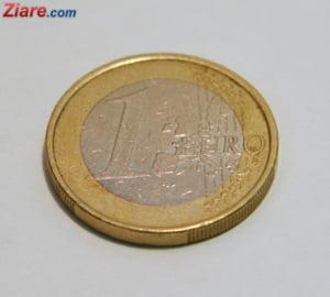 Curs valutar: Euro incepe saptamana in usoara scadere