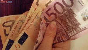 Curs valutar: Euro prinde puteri inainte de minivacanta. Trece de pragul de 4,57 lei