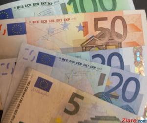 Curs valutar: Euro scade pentru a doua zi consecutiv