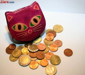 Curs valutar: Euro se mentine aproape de pragul de 4,5 lei