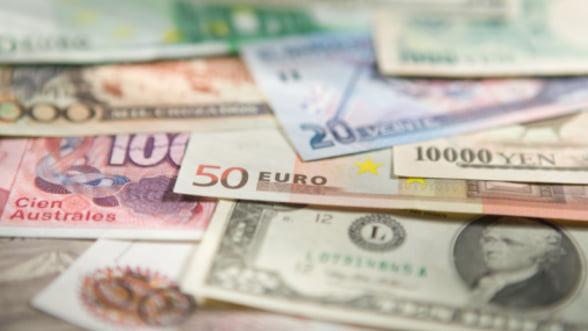 Curs valutar. Leul scade in raport cu euro, dar se apreciaza fata de dolar si franc