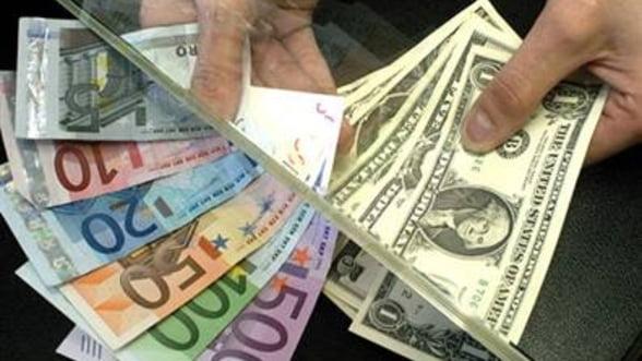 Curs valutar: Moneda romaneasca continua trendul de depreciere