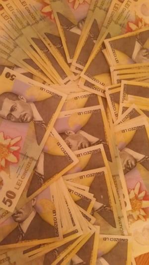 Curs valutar: Euro continua sa scada, dar asta e singura veste buna pentru leu