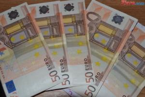Curs valutar: Euro scade insesizabil, iar dolarul continua sa creasca