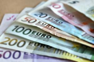 Curs valutar: Euro si dolarul incep luna in crestere