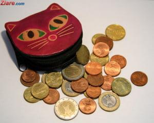 Curs valutar: Euro si dolarul scad in continuare