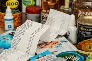 ANALIZA Cu cat s-a scumpit intr-un an cosul esential de alimente in Romania. Din 34 de produse analizate, doar doua s-au ieftinit