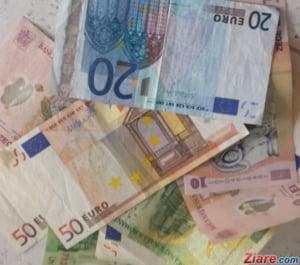 Curs valutar 1 octombrie: Leul pierde teren in fata dolarului si francului