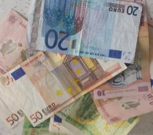 Curs valutar 18 iunie: Leul pierde batalia cu euro, dar iese victorios din lupta cu dolarul