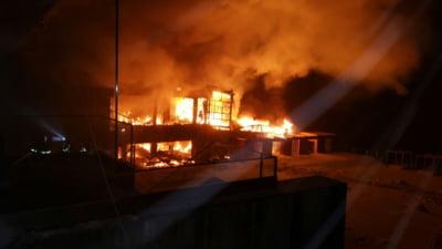 LIVE Un incendiu a distrus complet clubul Bamboo din Bucuresti. 44 de oameni au ajuns la spital. Localul nu avea autorizatie nici de la ISU, nici de la Primarie (Video)