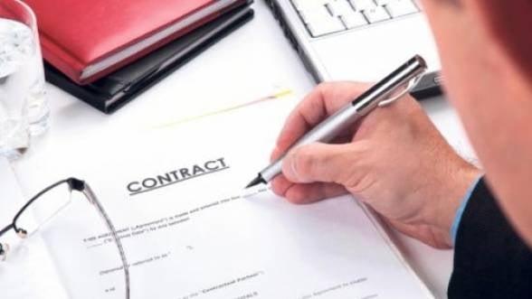 UPDATE Clauze abuzive. Guvernul amana posibilitatea denuntarii contractelor pentru februarie 2014 - surse