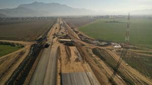 VIDEO Cand se va circula pe autostrada Comarnic-Brasov, pe sectorul dintre Rasnov si Cristian. Imaginile din drona arata stadiul lucrarilor