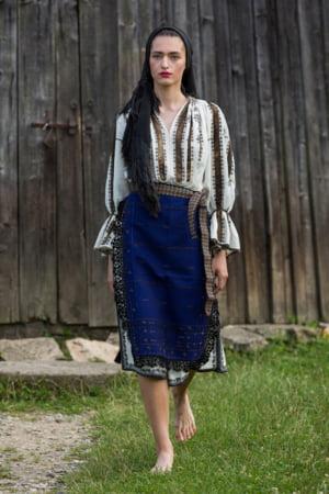 100 de costume traditionale romanesti din toate colturile tarii defileaza la Brasov, de 1 decembrie