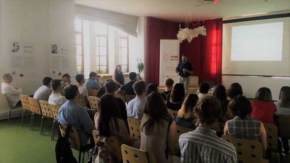 50 de echipe de tineri din toata tara au intrat in incubatorul de afaceri Future Makers cu premii de 20.000 euro