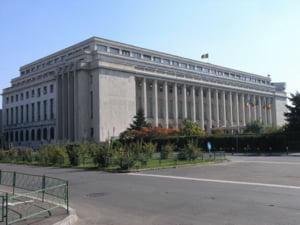 500 de functionari dau in judecata Guvernul
