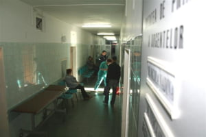 AFP: Criza economica adanceste dilema medicilor romani, tentati sa plece in strainatate