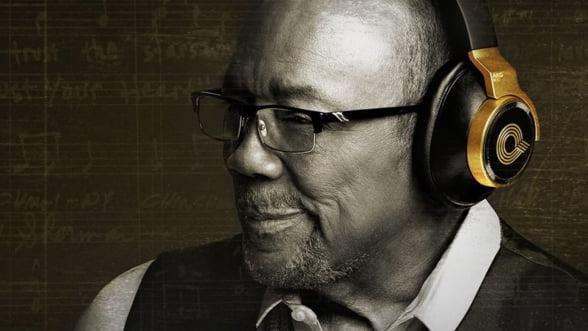 AKG N90Q, o pereche de casti audio inspirate de Quincy Jones