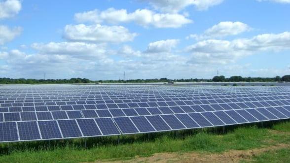 ANRE autorizeaza opt proiecte fotovoltaice si doua parcuri eoliene