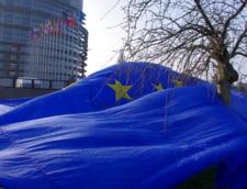 Actiune inedita a unor romani din diaspora. Au demarat o stafeta pentru a aduce steagul UE la Guvern