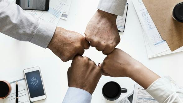 Activitati de team building care ar putea ajuta echipa sa functioneze mai bine