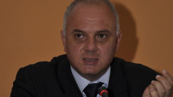 Adrian Mindroiu, retinut pentru coruptie, suspendat din functia de director la AMPOS Mediu