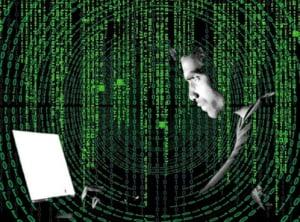 """Aflata sub atacuri permanente, Romania refuza sa adopte legea Securitatii Cibernetice: """"Impasul e politic"""" Interviu"""