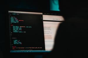 Agenți secreți ai serviciilor americane, inculpați într-un caz de piraterie informatică în contul Emiratelor Arabe Unite