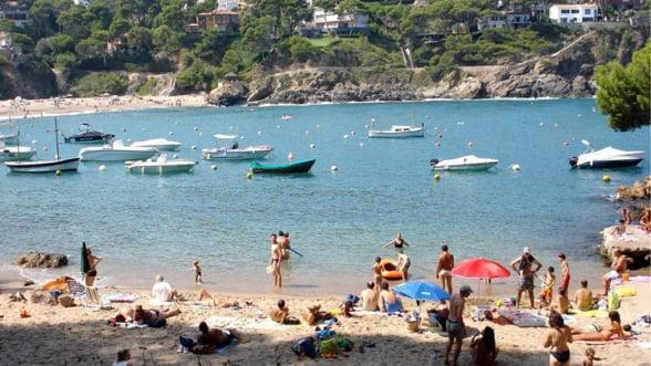 Agentiile de turism, obligate sa asigure integral turistii in caz de faliment