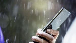 Ai scapat smartphone-ul in apa? Iata cum il poti salva