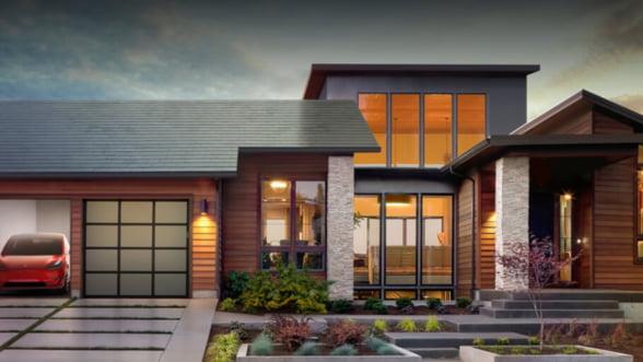 Ai vazut noile panouri solare produse de Panasonic pentru Tesla?