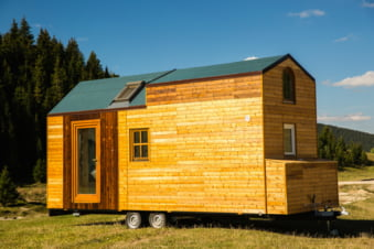 Ai vrea sa te muti la casa ta si sa poti locui oriunde cu 16.000 de euro? Descopera casele ieftine si mobile facute in Romania!