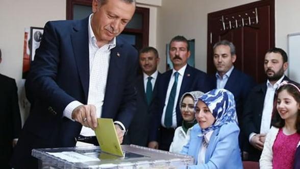 Alegeri in Turcia: Puterea lui Erdogan se scufunda odata cu economia