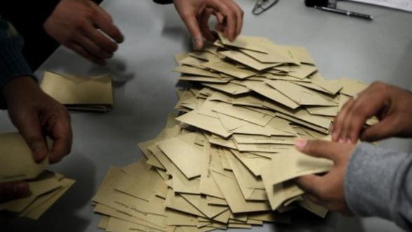 Alegerile din Franta ar putea bloca guvernanta fiscala a UE
